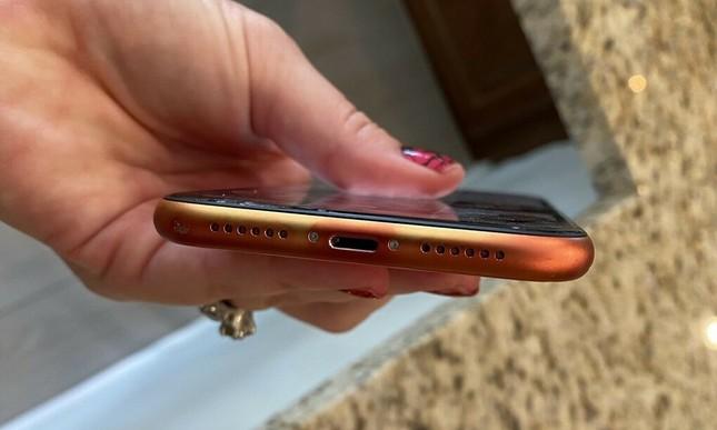 Người dùng kêu ca khi iPhone 12 mới mua được 4 tháng đã bị phai màu từ đỏ sang cam? ảnh 3