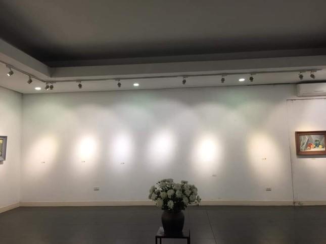 Nhà văn vẽ tranh, bán nhanh đến mức triển lãm phải đóng cửa sớm ảnh 5