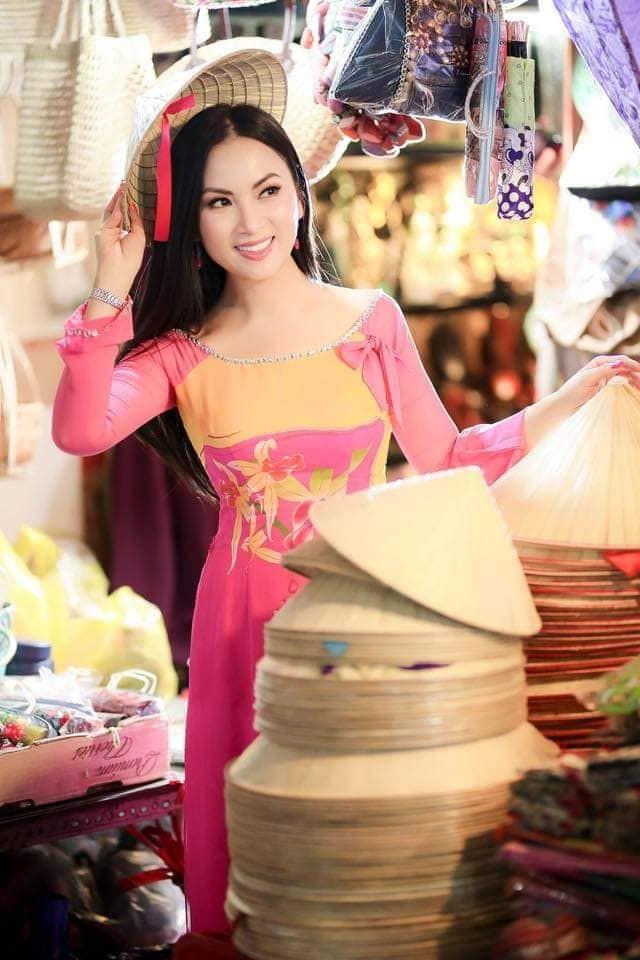 Hà Phương - vợ của 'Người Việt giàu nhất thế giới' làm việc thiện đầu xuân ảnh 4