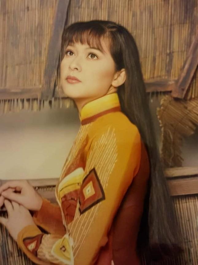 Con gái Như Quỳnh xuất hiện bên cạnh 'người tình không bao giờ cưới' của mẹ ảnh 8