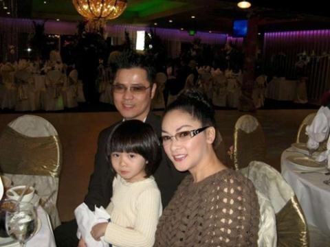 Con gái Như Quỳnh xuất hiện bên cạnh 'người tình không bao giờ cưới' của mẹ ảnh 2