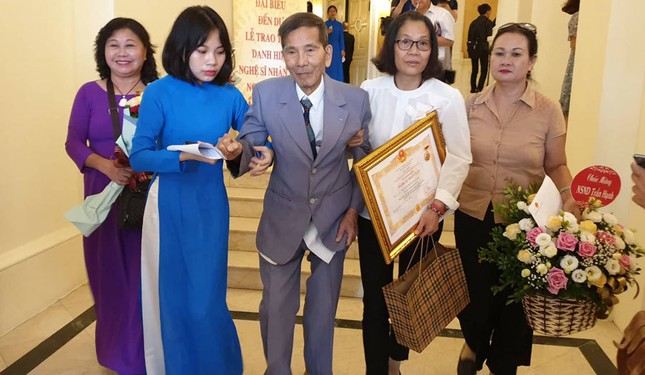 Đạo diễn 'Ngõ lỗ thủng': NSND Trần Hạnh không bao giờ đòi hỏi cát-xê ảnh 2
