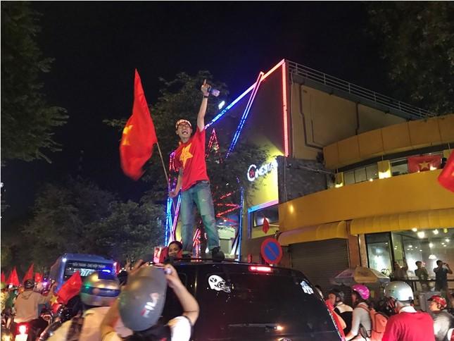 TPHCM: Xoong nồi xuống phố mừng U23 Việt Nam vào chung kết ảnh 10