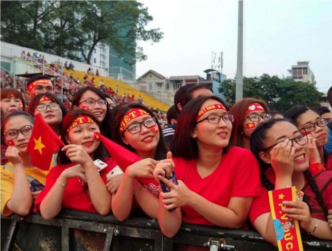 Những bóng hồng 'bùng cháy' cùng cầu thủ U23 Việt Nam ảnh 1