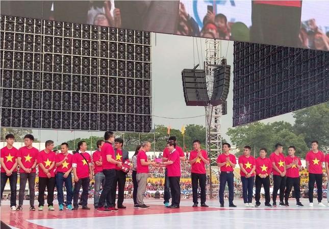Những bóng hồng 'bùng cháy' cùng cầu thủ U23 Việt Nam ảnh 2