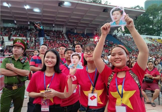 Những bóng hồng 'bùng cháy' cùng cầu thủ U23 Việt Nam ảnh 3