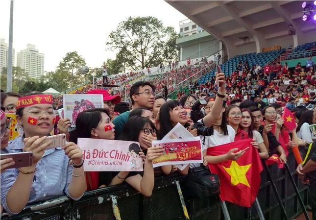 Những bóng hồng 'bùng cháy' cùng cầu thủ U23 Việt Nam ảnh 4