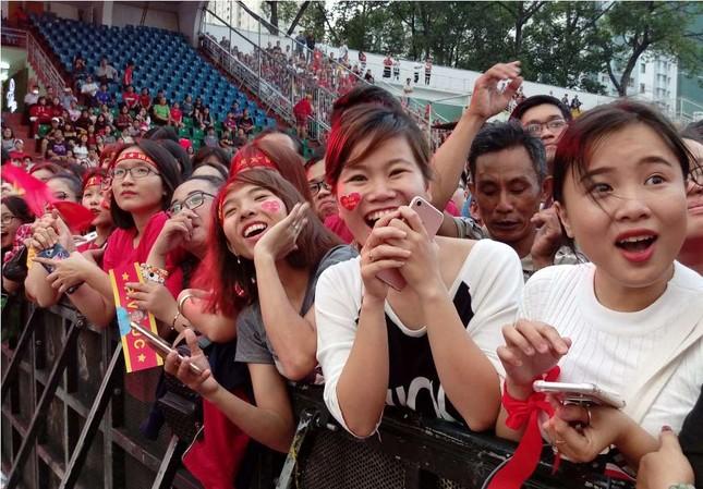 Những bóng hồng 'bùng cháy' cùng cầu thủ U23 Việt Nam ảnh 8