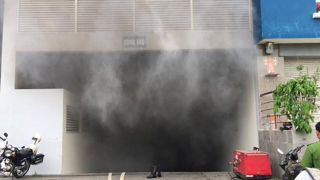 Chung cư Carina Plaza cháy trở lại, cư dân tháo chạy tán loạn ảnh 1