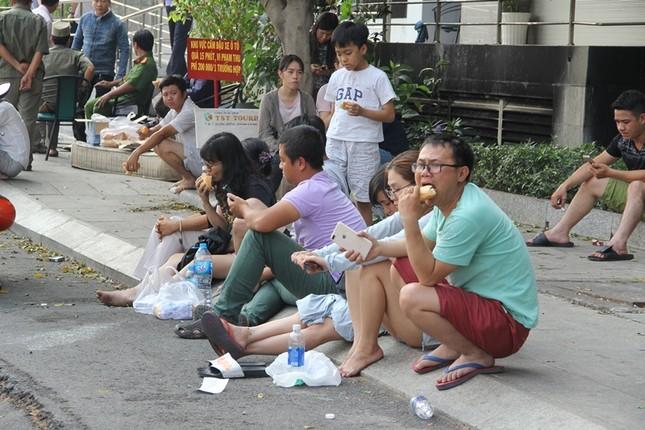 Hiện trường vụ cháy chung cư làm 13 người chết ở Sài Gòn ảnh 13