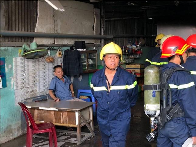 Người đàn ông say rượu đốt nhà khiến khu dân cư Sài Gòn náo loạn ảnh 2