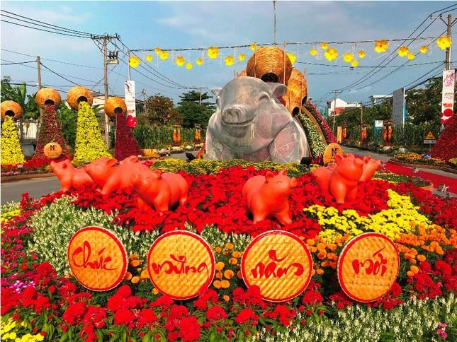 Những đường hoa không thể bỏ qua dịp Tết Nguyên đán ở Sài Gòn ảnh 1