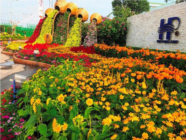 Những đường hoa không thể bỏ qua dịp Tết Nguyên đán ở Sài Gòn ảnh 3