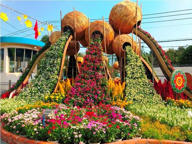 Những đường hoa không thể bỏ qua dịp Tết Nguyên đán ở Sài Gòn ảnh 5