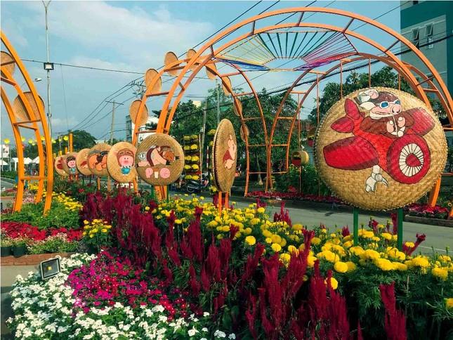 Những đường hoa không thể bỏ qua dịp Tết Nguyên đán ở Sài Gòn ảnh 9