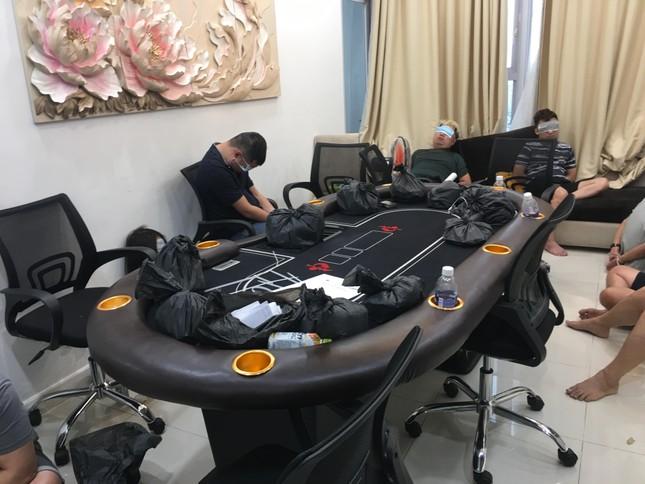 Phá sòng bạc 'khủng' núp trong chung cư hạng sang ở Sài Gòn ảnh 2