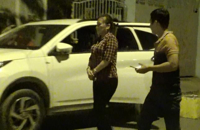 Bắt khẩn cấp đối tượng cầm đầu băng nhóm chuyên móc túi trên xe buýt Sài Gòn ảnh 1