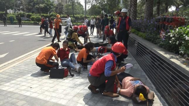 'Người nhện' đu dây trên toà nhà cao nhất Việt Nam cứu nạn nhân gặp hỏa hoạn ảnh 11