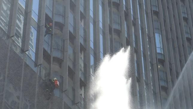 'Người nhện' đu dây trên toà nhà cao nhất Việt Nam cứu nạn nhân gặp hỏa hoạn ảnh 8