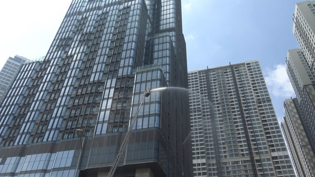 'Người nhện' đu dây trên toà nhà cao nhất Việt Nam cứu nạn nhân gặp hỏa hoạn ảnh 5