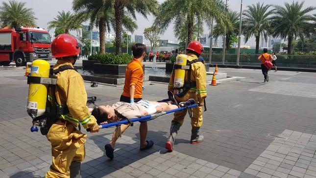 'Người nhện' đu dây trên toà nhà cao nhất Việt Nam cứu nạn nhân gặp hỏa hoạn ảnh 6