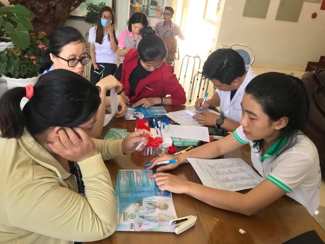 Hơn 1.000 công nhân ở Sài Gòn được tầm soát ung thư miễn phí ảnh 1