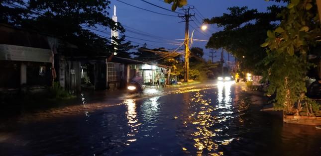 Đường phố Sài Gòn ngập nặng tối đầu tuần do triều cường ảnh 6