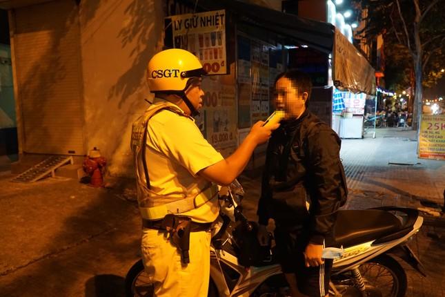 Dân nhậu ở Sài Gòn 'sốc' với mức phạt nồng độ cồn mới ảnh 4