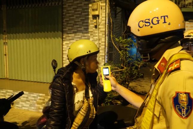 Dân nhậu ở Sài Gòn 'sốc' với mức phạt nồng độ cồn mới ảnh 5