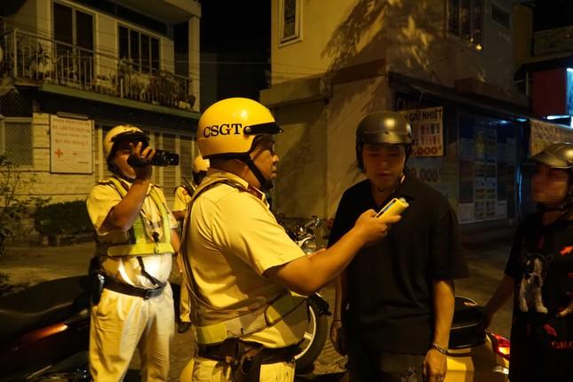 Dân nhậu ở Sài Gòn 'sốc' với mức phạt nồng độ cồn mới ảnh 9