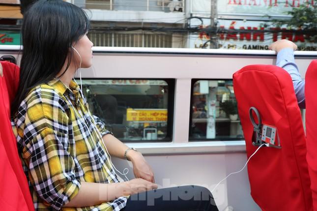Người Sài Gòn háo hức trải nghiệm xe buýt 2 tầng mui trần lần đầu xuất hiện ảnh 6