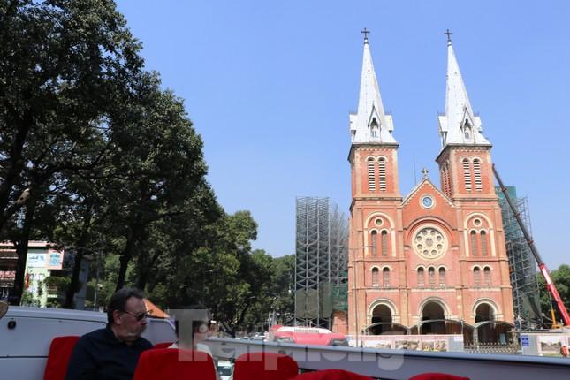 Người Sài Gòn háo hức trải nghiệm xe buýt 2 tầng mui trần lần đầu xuất hiện ảnh 13