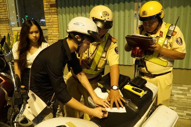 TPHCM: CSGT dốc toàn lực đảm bảo an toàn giao thông cho người dân đón Tết ảnh 1
