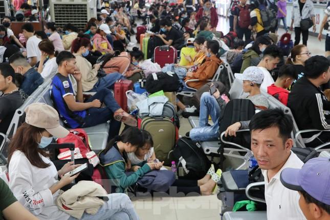 Bến xe lớn nhất Sài Gòn đông nghẹt ngày giáp Tết ảnh 3
