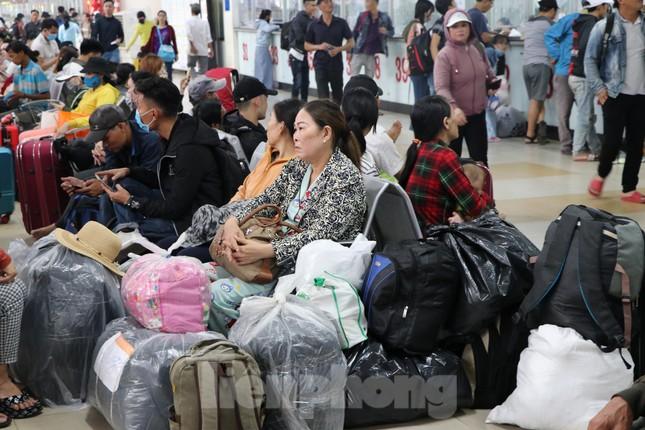 Bến xe lớn nhất Sài Gòn đông nghẹt ngày giáp Tết ảnh 7