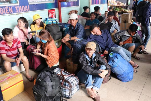 Bến xe lớn nhất Sài Gòn đông nghẹt ngày giáp Tết ảnh 9