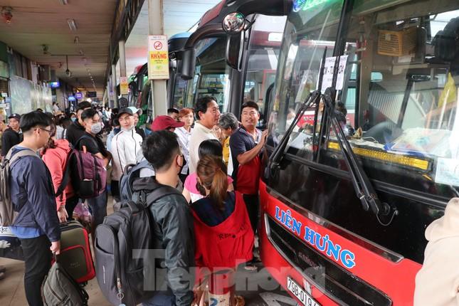 Bến xe lớn nhất Sài Gòn đông nghẹt ngày giáp Tết ảnh 12