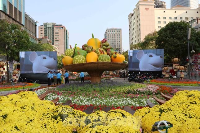 Cận cảnh đường hoa Nguyễn Huệ Tết Nguyên đán 2020 trước giờ khai hội ảnh 12