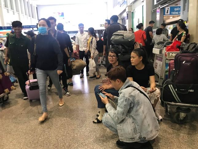Vạn người vật vờ ở sân bay Tân Sơn Nhất ngày 28 tết ảnh 6