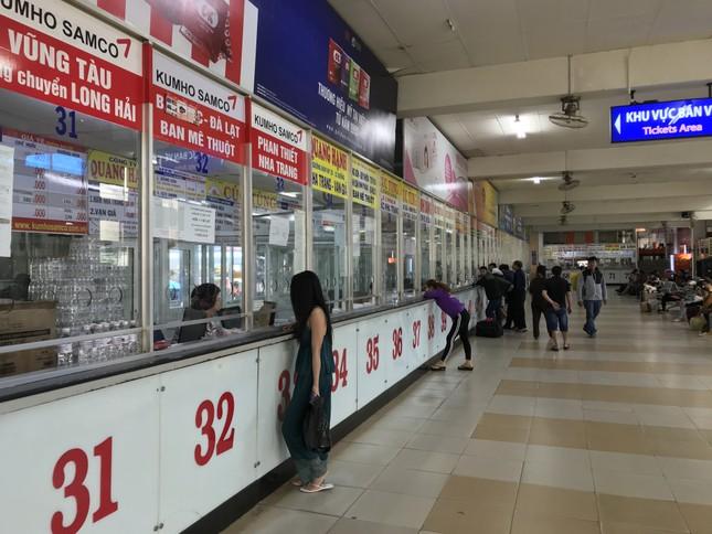 Bến xe lớn nhất Sài Gòn vắng lặng chiều 30 Tết ảnh 1