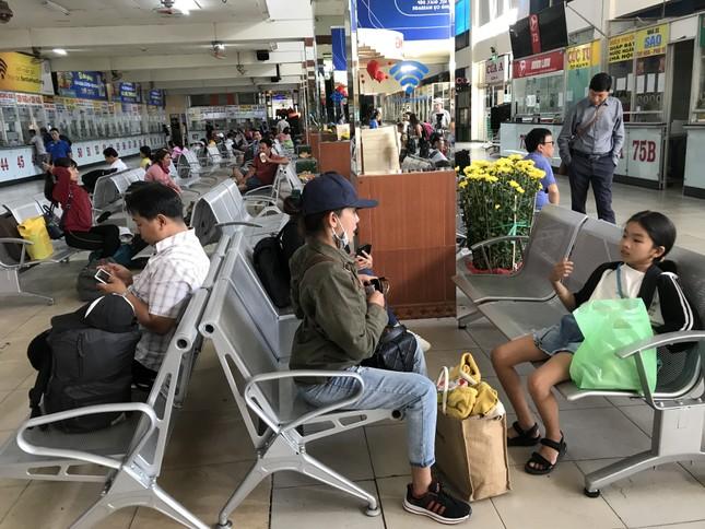 Bến xe lớn nhất Sài Gòn vắng lặng chiều 30 Tết ảnh 6