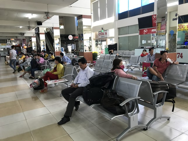 Bến xe lớn nhất Sài Gòn vắng lặng chiều 30 Tết ảnh 7