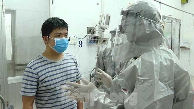 Cận cảnh quá trình điều trị cho bệnh nhân người Trung Quốc nhiễm virus corona ảnh 7