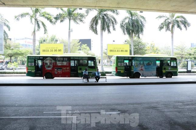 Sân bay Tân Sơn Nhất vắng hoe giữa mùa dịch Covid-19 ảnh 9