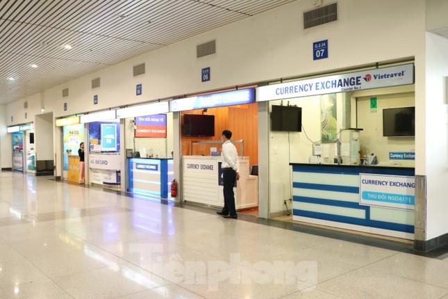 Sân bay Tân Sơn Nhất vắng hoe giữa mùa dịch Covid-19 ảnh 6