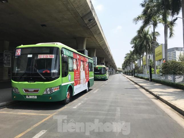 Cận cảnh sân bay Tân Sơn Nhất trước giờ ngừng nhập cảnh người từ nước ngoài về ảnh 8