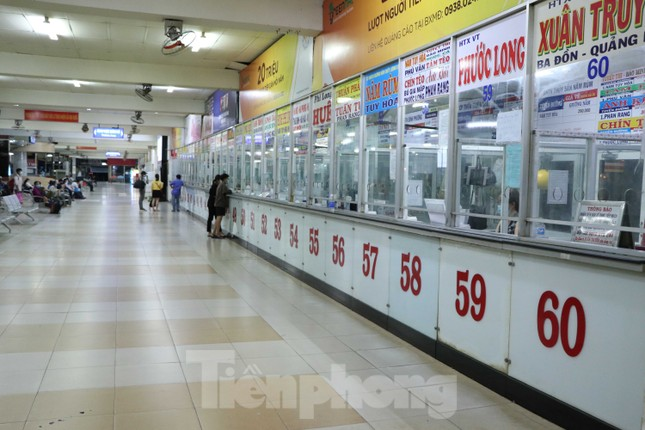 Bến xe lớn nhất Sài Gòn vắng hoe trước giờ tạm ngưng hoạt động toàn bộ xe khách ảnh 5