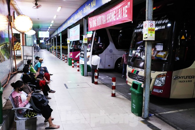 Bến xe lớn nhất Sài Gòn vắng hoe trước giờ tạm ngưng hoạt động toàn bộ xe khách ảnh 7