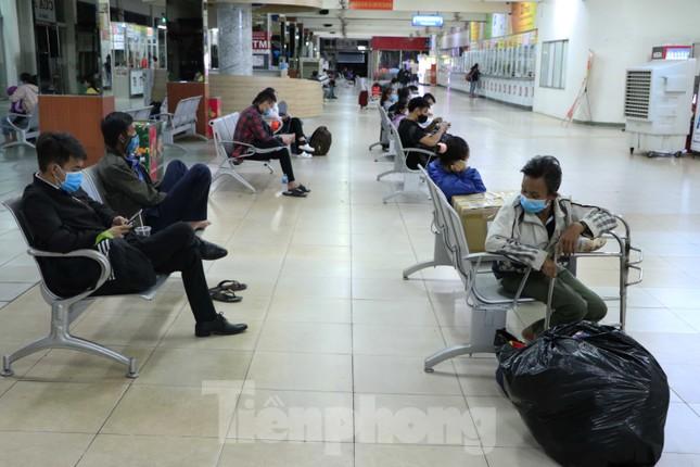 Bến xe lớn nhất Sài Gòn vắng hoe trước giờ tạm ngưng hoạt động toàn bộ xe khách ảnh 10