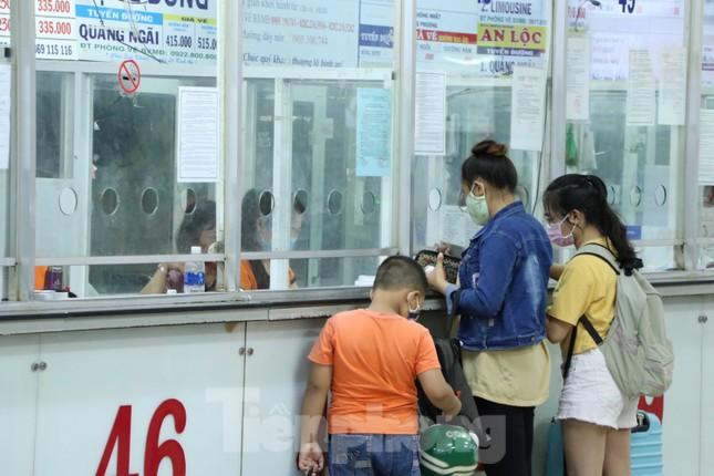 Bến xe lớn nhất Sài Gòn vắng hoe trước giờ tạm ngưng hoạt động toàn bộ xe khách ảnh 11
